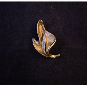 Gold plated costume brooch by Attwood & Sawyer