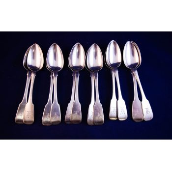 Set of twelve Irish Georgian silver tea spoons. Stamped Dublin 1834
