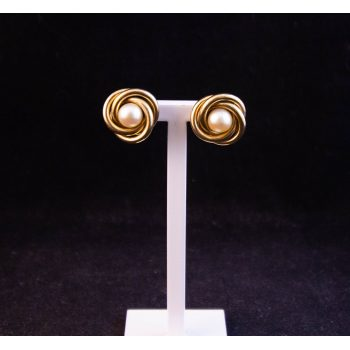 9k yellow gold knot stud earrings with pearl centre. Price includes nationwide delivery