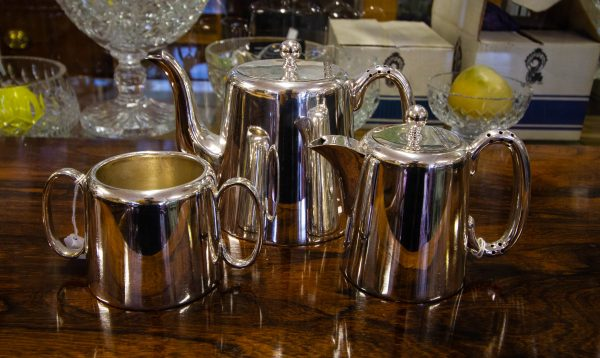Three piece hotelware silver plated tea set. 2 pint tea pot, milk jug and sugar bowl. Price includes nationwide delivery.